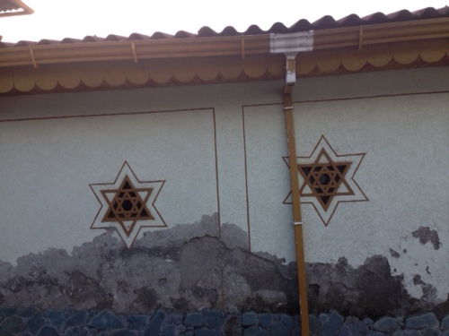This region of Columbia was settled by exiled Spanish Jews and Basques in the early 1500's.  As for the story behind these Stars of David, well, I'll imagine that they were purposeful decorations!  Just one more question in the story of Jews in Colombia